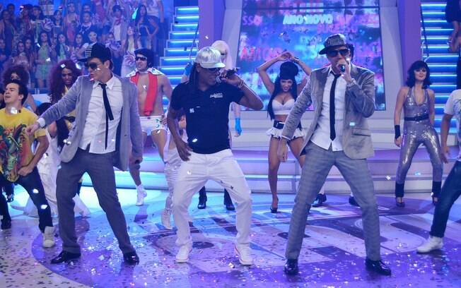Latino ensina a coreografia do seu novo hit