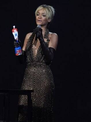 Rihanna no Brit Awards 2012