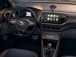 Entre os opcionais do VW T-Cross 2019, destaque para a tela touchscreen de oito polegadas