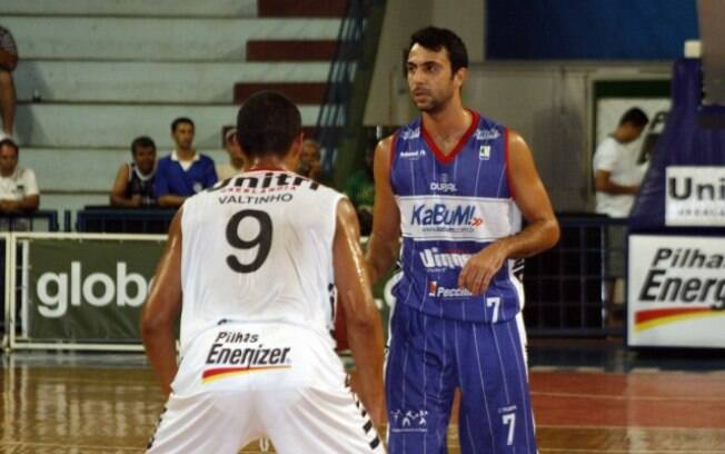 Limeira, do armador Hélio, parou nas oitavas de final na última temporada do NBB