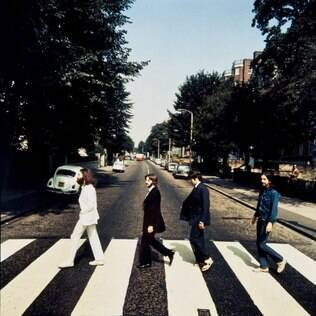 Foto dos Beatles atravessando a Abbey Road