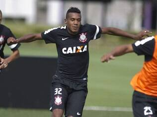 Edenílson, lateral do Corinthians