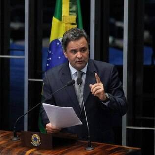 Aécio Neves lista os 13