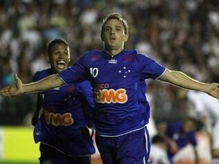 Montillo celebra gol do Cruzeiro