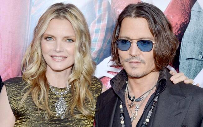 Michelle Pfeiffer com o ator Johnny Depp