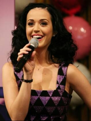 Katy Perry: quatro clipes lembrados no Video Music Awards 2011