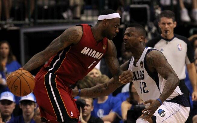 DeShawn Stevenson na marcação de LeBron James. Atleta do Dallas reclamou da arbitragem na final