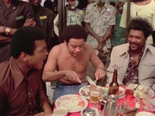 Muhammad Ali, Bill Withers e Don King: descontração na hora do almoço