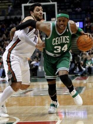 Paul Pierce tenta a jogada
