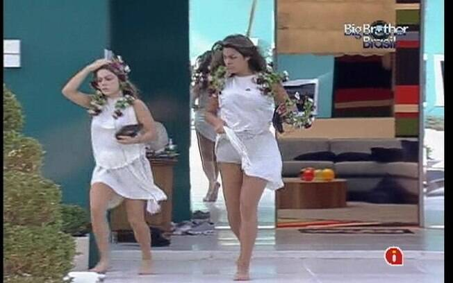 Renata e Monique correm para cumprir o Castigo do Monstro