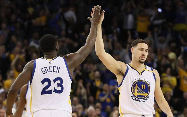 Draymond Green e Klay Thompson, grandes contribuidores do Warriors em cima do Cleveland Cavaliers