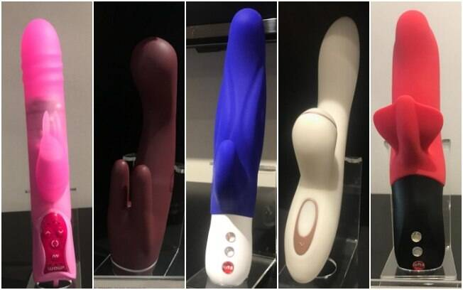 "Vibrador feminino da esquerda para a direita: ""Wow! Total Ecstasy 2"", ""Jimmy Jane intro 8"", ""Fun Factory Lady B"", ""Satisfyer pro G-spot Rabbit"" e ""Fun Factory bi Stronic Fusion"""