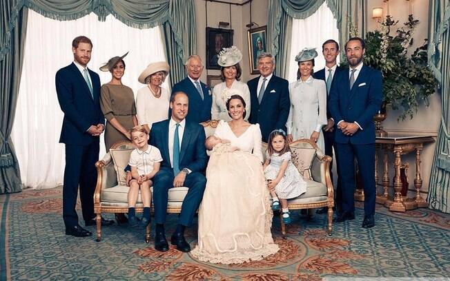Família Real britânica vive crise com briga entre Harry e William