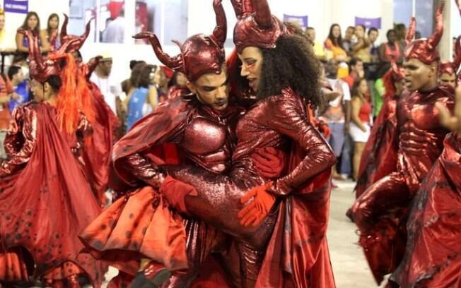 Acadêmicos do Salgueiro no Carnaval do Rio 2017 com o enredo A Divina Comédia do Carnaval