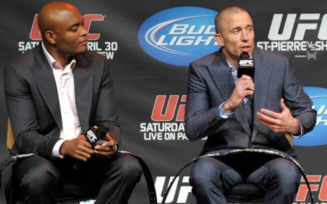 Anderson Silva e Georges St-Pierre durante evento do UFC