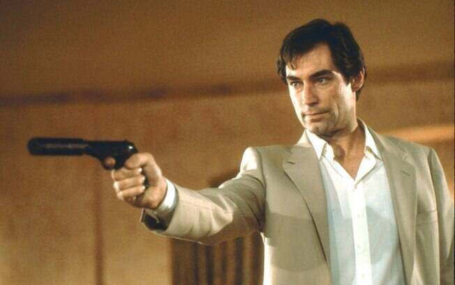 Timothy Dalton (1987 - 1989) como James Bond