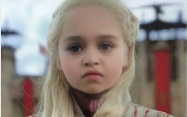 Personagem de Game of Thrones, Daenerys, com o filtro de bebê do Snapchat