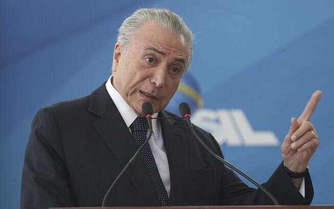 Michel Temer havia anunciado MP do abono salarial na última semana, mas esperou fim do ano legislativo para assinar