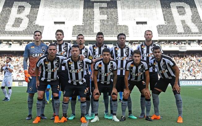 Time do Botafogo antes de partida contra o Vasco