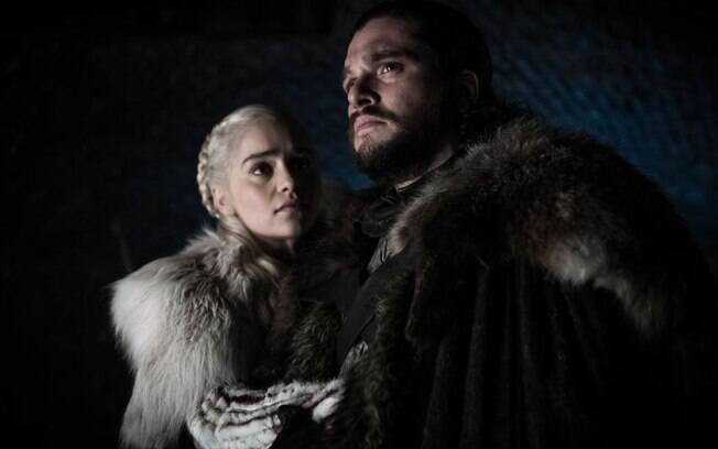 daenerys e jon em cena de game of thrones