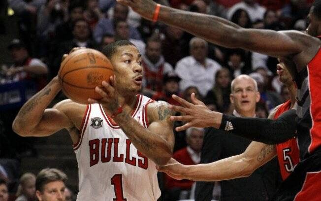 Derrick Rose, novo recordista do Chicago Bulls, em ação na NBA