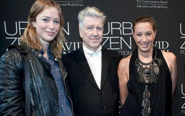 Raquel Zimmermann, David Lynch, Donna Karan meditam em Nova York