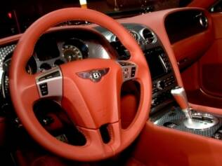Interior do Bentley Continental GT, modelo que foi usado pelo personagem James Bond